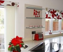 Обзор готовых штор для кухни: комплекты с тюлью, фото
