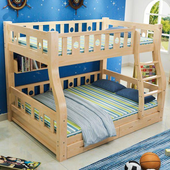 двухъярусная деревянная кровать для мальчиков