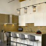 барные стулья в современной кухне