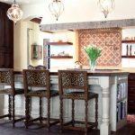 барные стулья с яркой обивкой