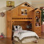 деревянная кровать домик для десткой
