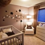 детская кроватка в красивой спальне