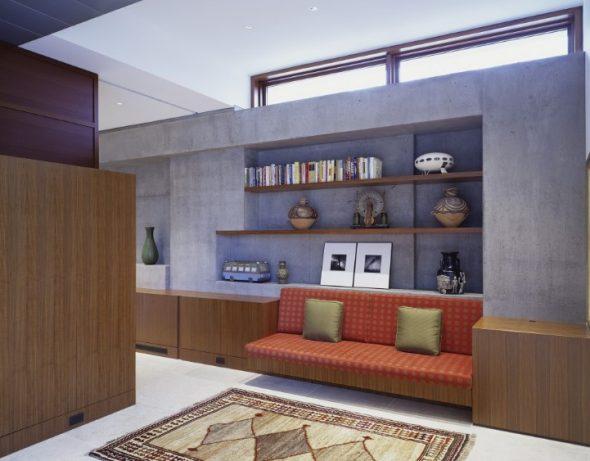диван в мебельной стенке