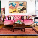 диван в ярком интерьере