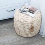 для дома и интерьера вязаный пуф из трикотажной пряжи