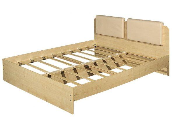 Двухспальная кровать с использованием ламелей в основание