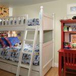 двухъярусная кровать белая в детской