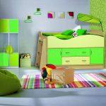 салатовая кровать с бортиками
