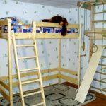 двухъярусная кровать спортивный уголок