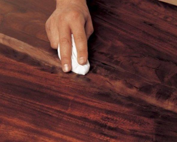 удалить скотч с лакированной мебели