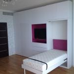 женственная спальня со встроенным спальным местом