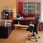 компьютерное кресло в офис