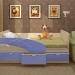голубая кроватка с бортиком для мальчика