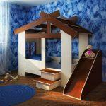коричневый домик кровать с горкой