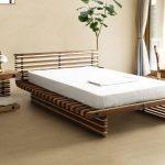 кровать и тумбочка дизайнерские из дерева