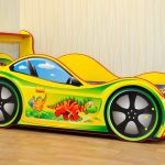 желтая кроватка машина