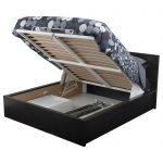 кровать из дерева с подъемным механизмом