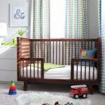 кроватка для ребенка из дерева