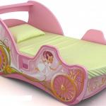 розовая детская кроватка машинка