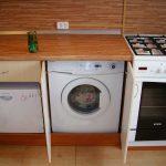 отличное место для стиральной машины на кухне