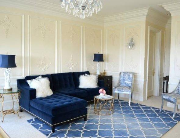 пастельный цвет в интерьере синий диван