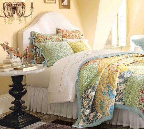 Подушки и покрывало для спальни