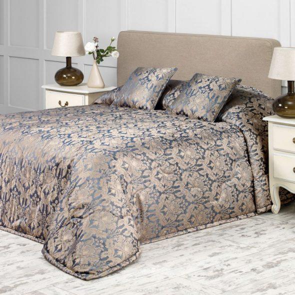 Покрывало на двухспальную кровать классический крой