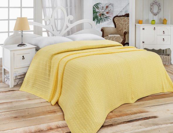Покрывало желтого цвета