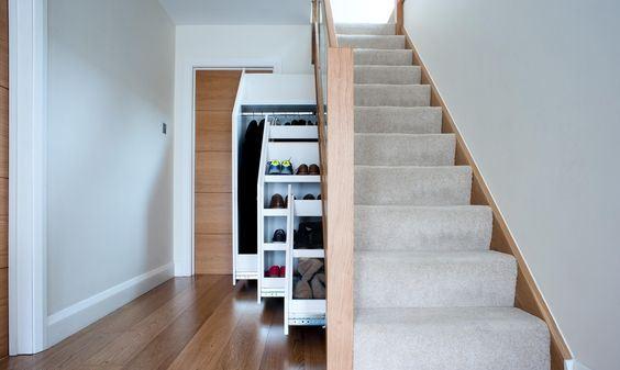 шкафы для вещей под лестницей