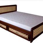кровать с удобными ящиками для постели