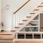 полки и стеллажи под лестницей