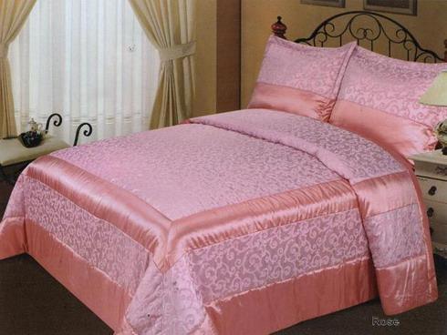 Розовое двухспальное покрывало