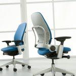 сине белые кресла для офиса