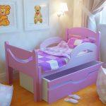 Стильная раздвижная кровать для девочки в интерьере