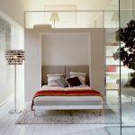 оригинальное оформление встроенной кровати