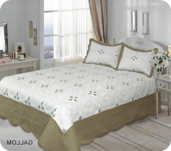 Стильное покрывало на двухспальную кровать фото