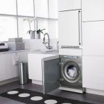 стиральная машина хром в белом гарнитуре