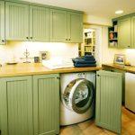 стиральная машина в светло зеленом гарнитуре