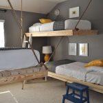 три кровати на канатах
