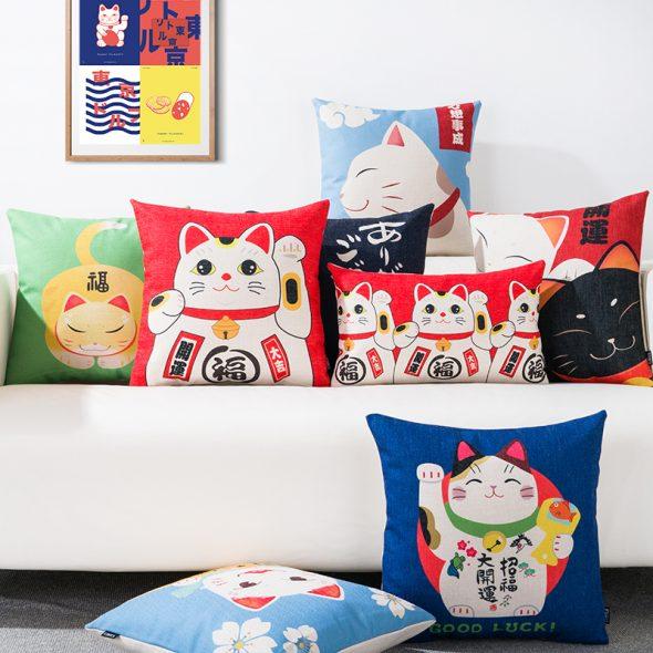 японский диван с подушками