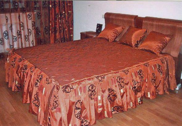 Яркое покрывало на кровать