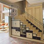 ящики для хранения вещей под лестницей