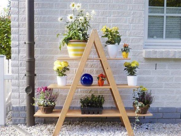 Деревянная этажерка-стеллаж под цветы