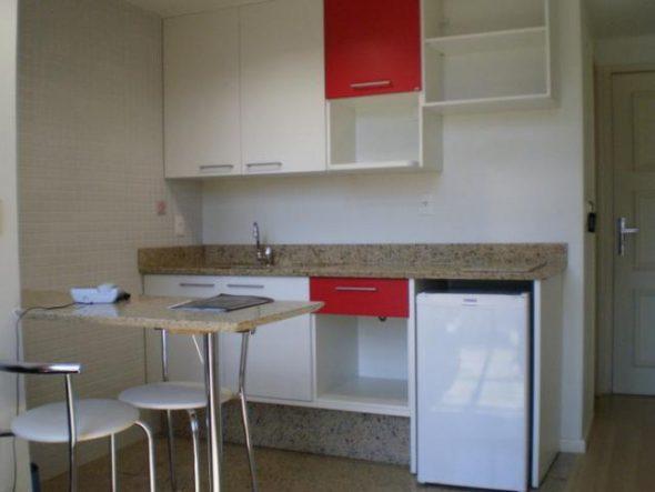 Использование цветовых контрастов в оформлении маленькой кухни