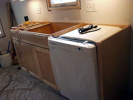 Корпусная мебель и посудомоечная машина