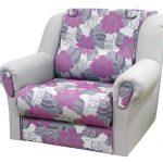 Кресло-кровать с фиолетовыми цветами