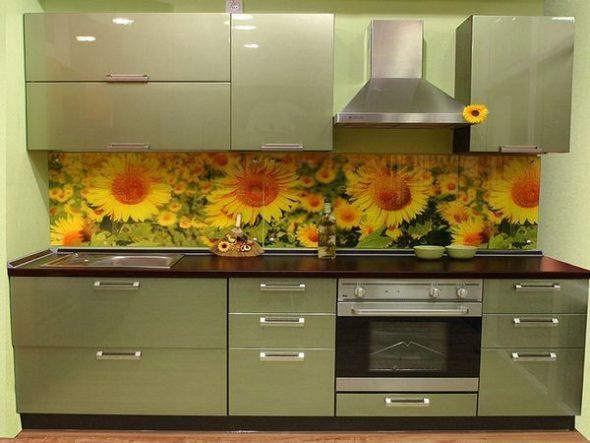 Кухонный гарнитур для маленькой кухни фисташкового цвета