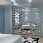 Шкаф-купе в спальню с зеркалами