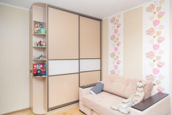 Шкафы-купе в детскую для девочки