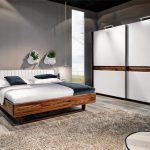 Современная кровать из дерева